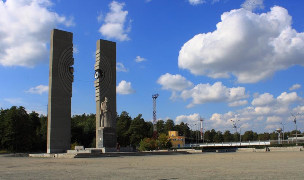 Где покататься в Челябинске: памятник Курчатову
